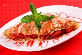 Crêpes with Strawberries and Mint